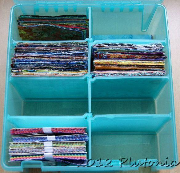 Ordnungsbox aus dem Shop von Susanne Fröschle, gefüllt mit zugeschnittenen Patchworkstoffen