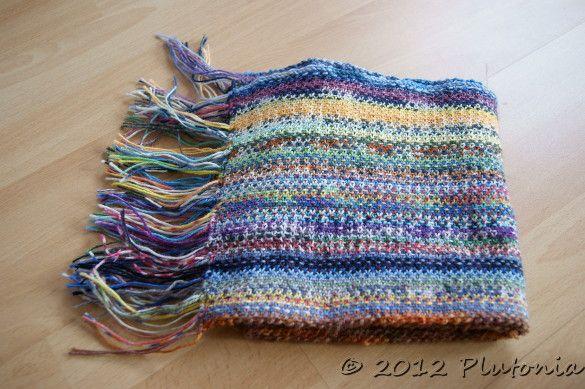 Scrappy Scarf, ein Schal aus Sockenwollresten gestrickt in Weboptik