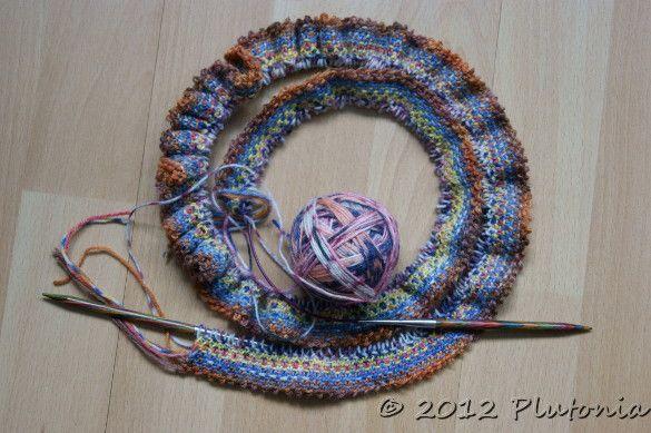 Schal aus Resten von Sockenwolle in Weboptik, quergestrickt - Ideal zur Resteverwertung
