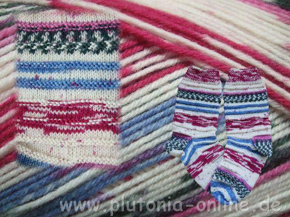Handgestrickte Socken; Größe: 36/37 Wolle: Opal Abo Muster: 6 Reihen glatt Rechts, 2 Reihen links