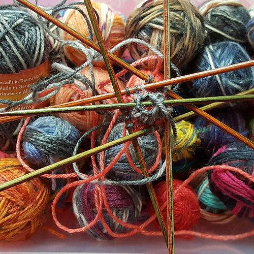 Sockenwoll-Reste für mein Sternenkissen